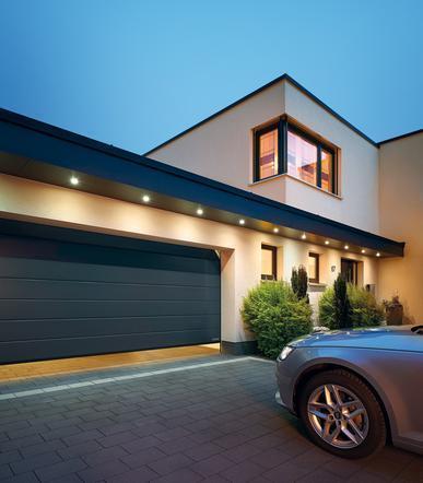 Секционные гаражные ворота RAL 7016