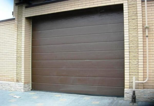 Секционные гаражные ворота Hormann ral8028 коричневые